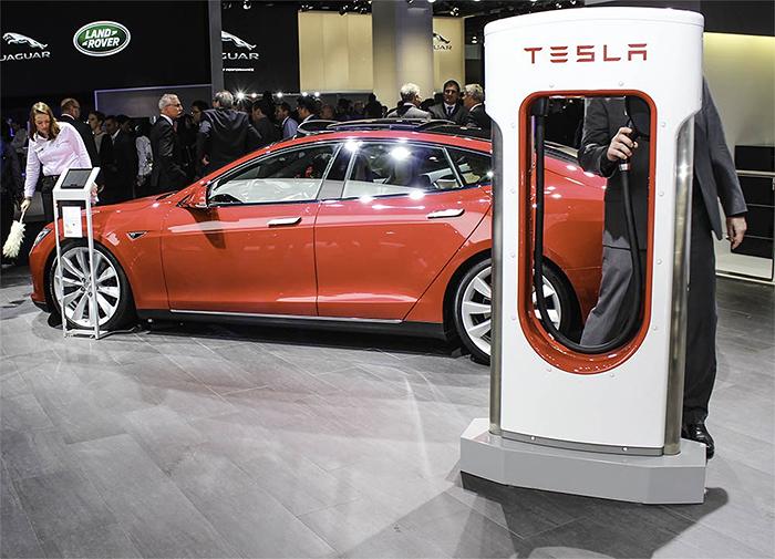 ZORTRAX 3D Printed Smartphone Supercharger Tesla